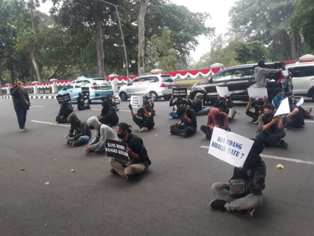 AMM, Demonstrasi, THM